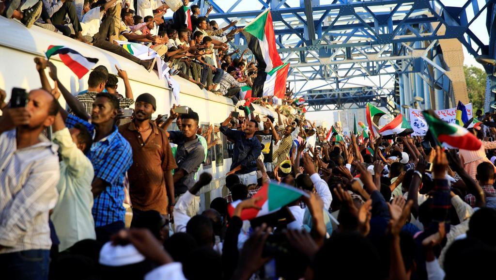 Soudan: marche gigantesque à Khartoum pour demander un pouvoir civil