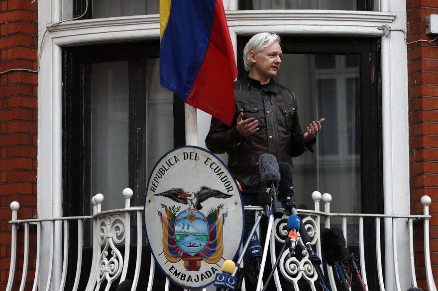 Julian Assange condamné à 50 semaines de prison en Grande-Bretagne