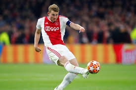 Ajax : le Barça, de Ligt calme le jeu