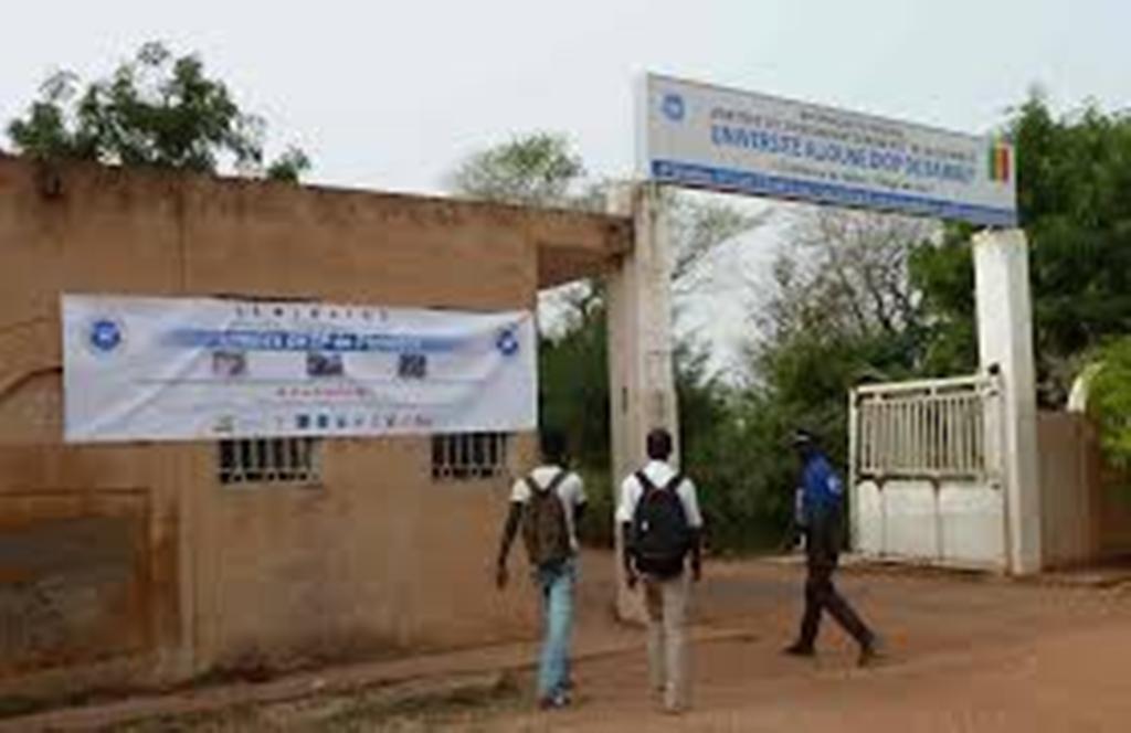 Attaque à main armées : des assaillants font irruption à l'Université Alioune Diop de Bambeye