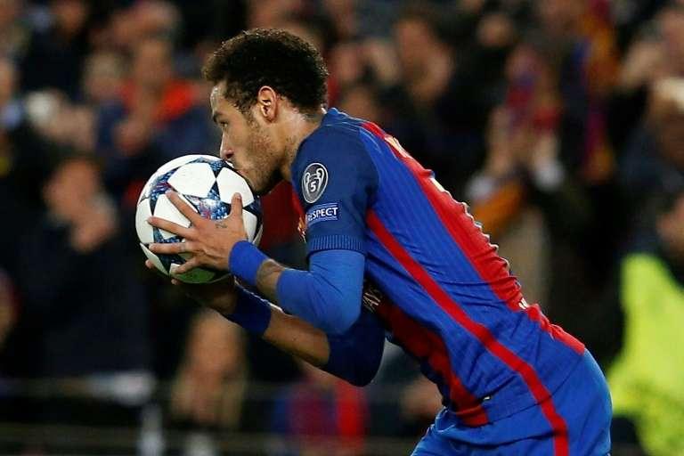 """Alves sur le futur de Neymar à Paris : """"On parie la Tour Eiffel ?"""""""