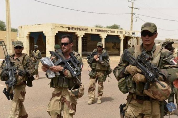 Seydou Diarra Gestion de la crise malienne : « Le Peuple malien peut-il assurer sa révolte contre la  France ? »