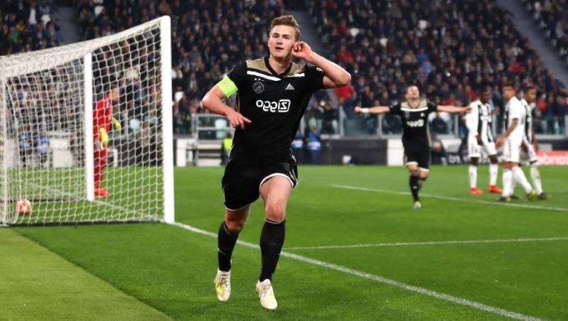 Ajax : de Ligt calme le jeu pour son avenir