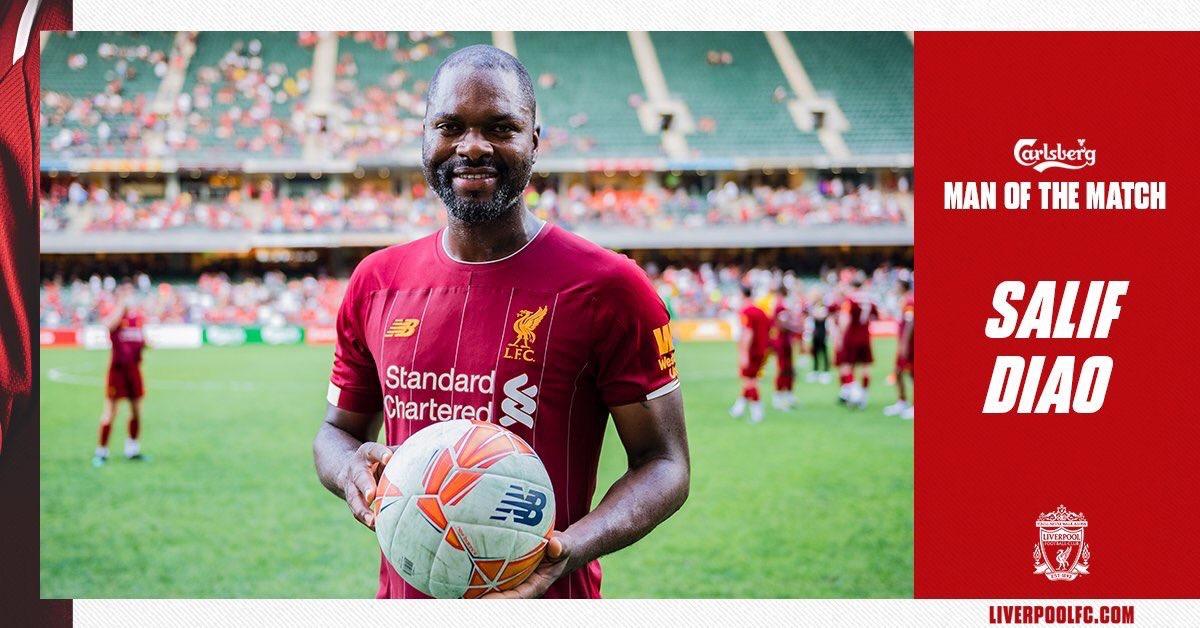 Salif Diao élu l'homme du match des Légendes, Liverpool- Dortmund