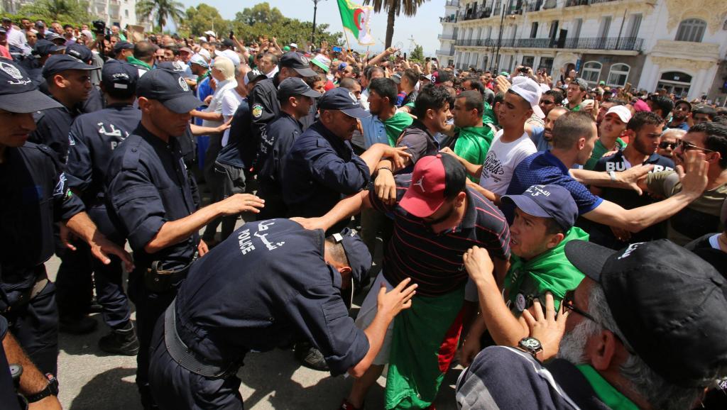 Algérie: nouvelle union entre partis et société civile pour une sortie de crise