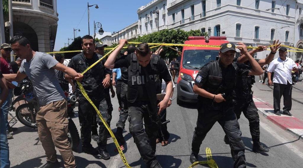 Tunis: double attentat à la bombe dans le centre-ville (VIDEO & PHOTOS)