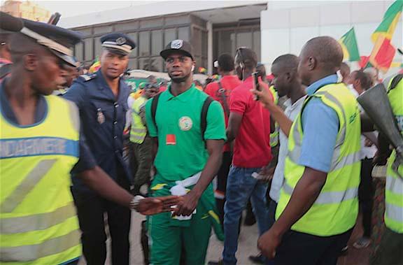 Direct-Arrivée des Lions de la Téranga à l'aéroport Léopold Sédar Senghor