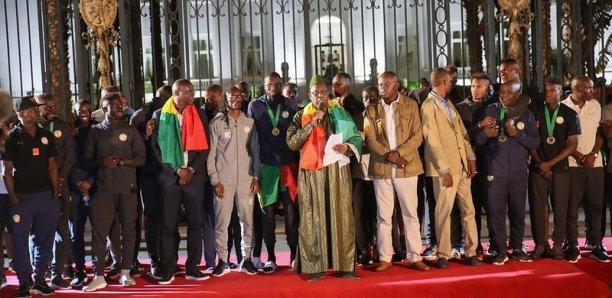 """CAN2019: Les """"Lions"""" empochent chacun 20 millions F CFA et reçoivent un passeport diplomatique"""