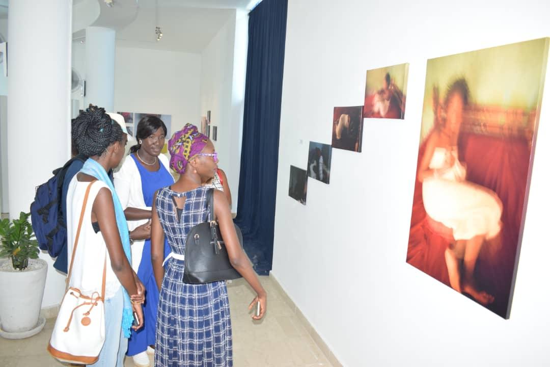 """""""Le Parlement des Femmes d'Afrique"""": un vernissage photo qui s'interroge sur les questions liées aux droits des femmes s'est déroulé à Dakar"""