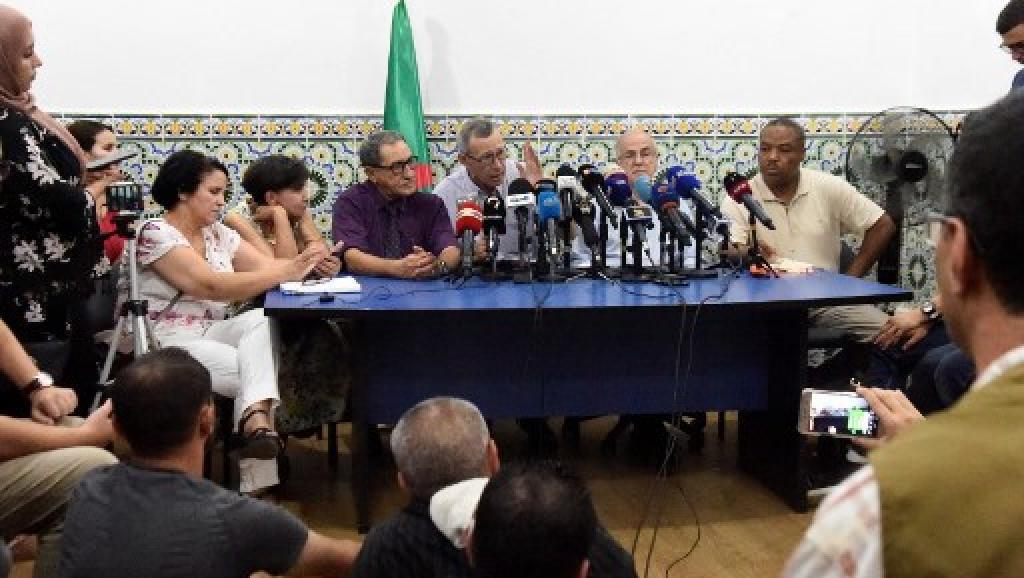 Algérie: le «panel pour le dialogue» clame son indépendance et sa bonne foi