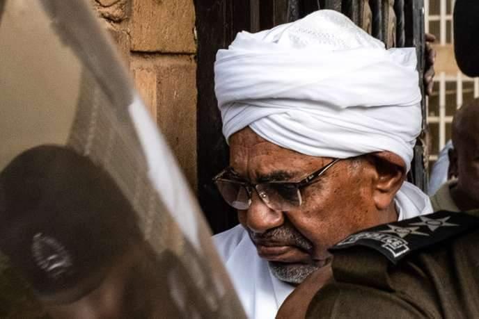 URGENT- Soudan: le président déchu Omar el-Béchir, accusé de corruption, est arrivé au tribunal de Khartoum