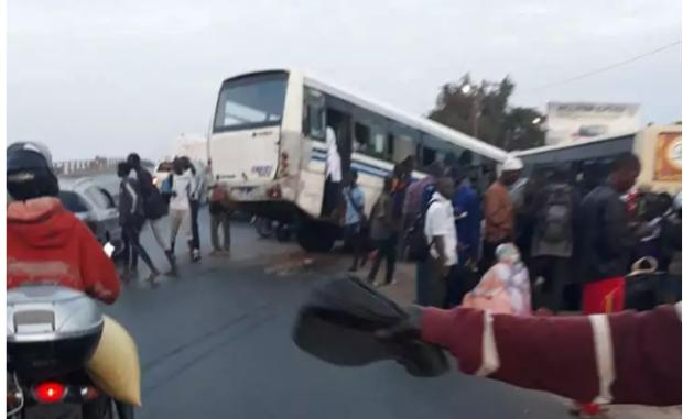 Boune: deux chauffeurs de minibus TATA se livrent à une course folle et tuent atrocement un jeune garçon