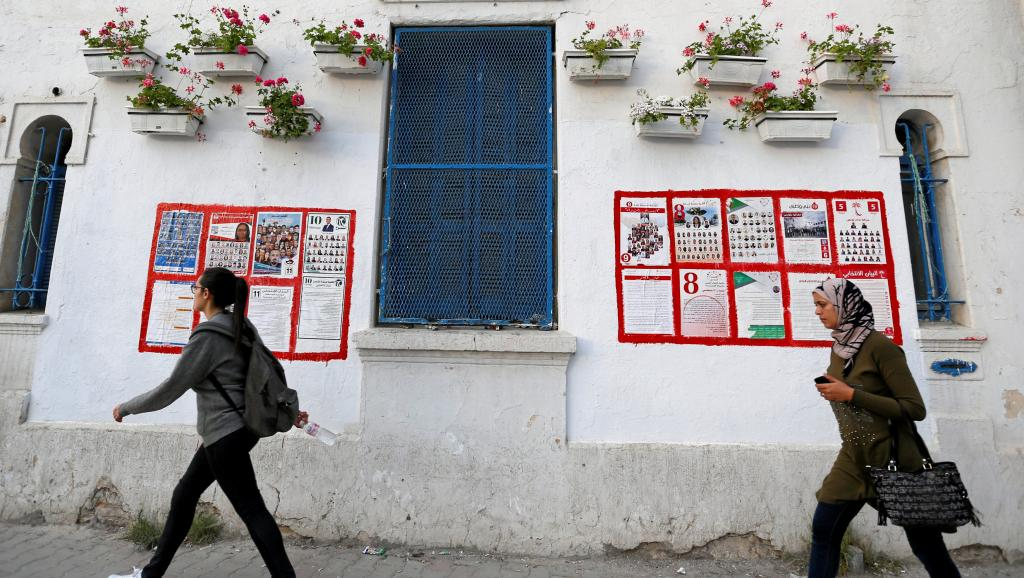 Présidentielle en Tunisie: des jeunes tentent de mobiliser les électeurs