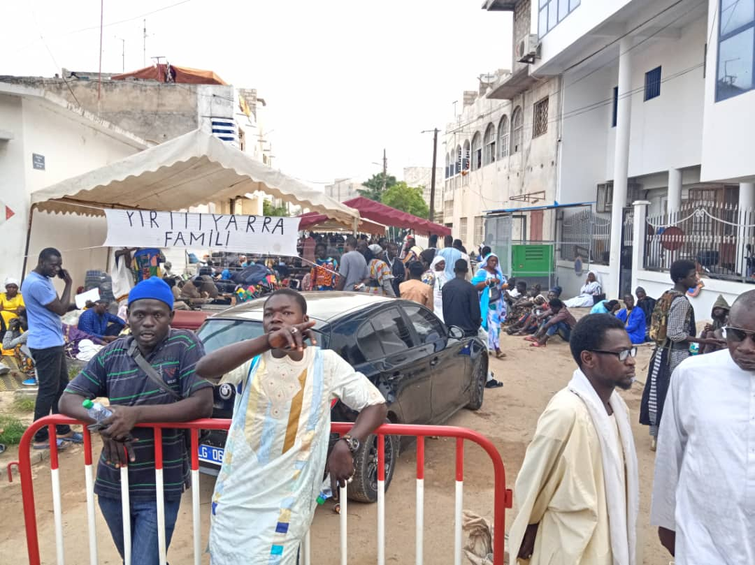 """Les """"Chemins du Paradis"""" s'ouvrent à Dakar ce vendredi... les lieux bondés de monde avant l'ouverture du la mosquée"""