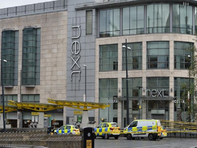Plusieurs personnes poignardées dans un centre commercial de Manchester, en Angleterre, un suspect arrêté