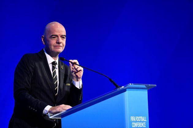 Contre le racisme, la Fifa veut des sanctions mondiales et l'arrêt des matches