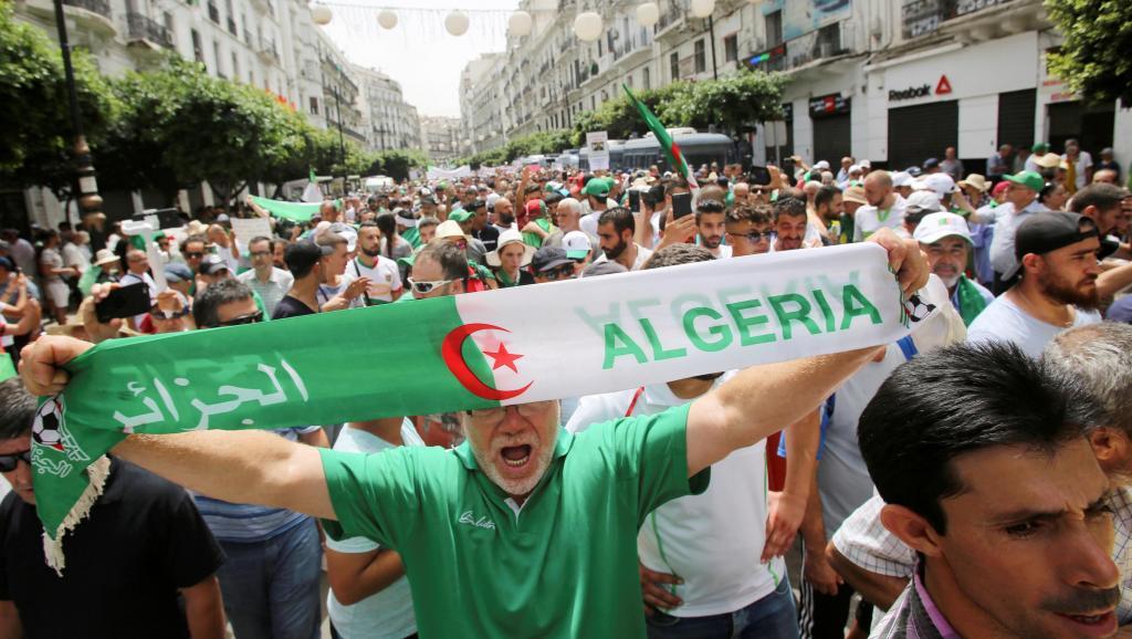 Présidentielle en Algérie: mobilisation avant la fin des dépôts de candidatures