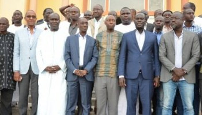 Les leaders du Front national de résistance face à la presse mercredi