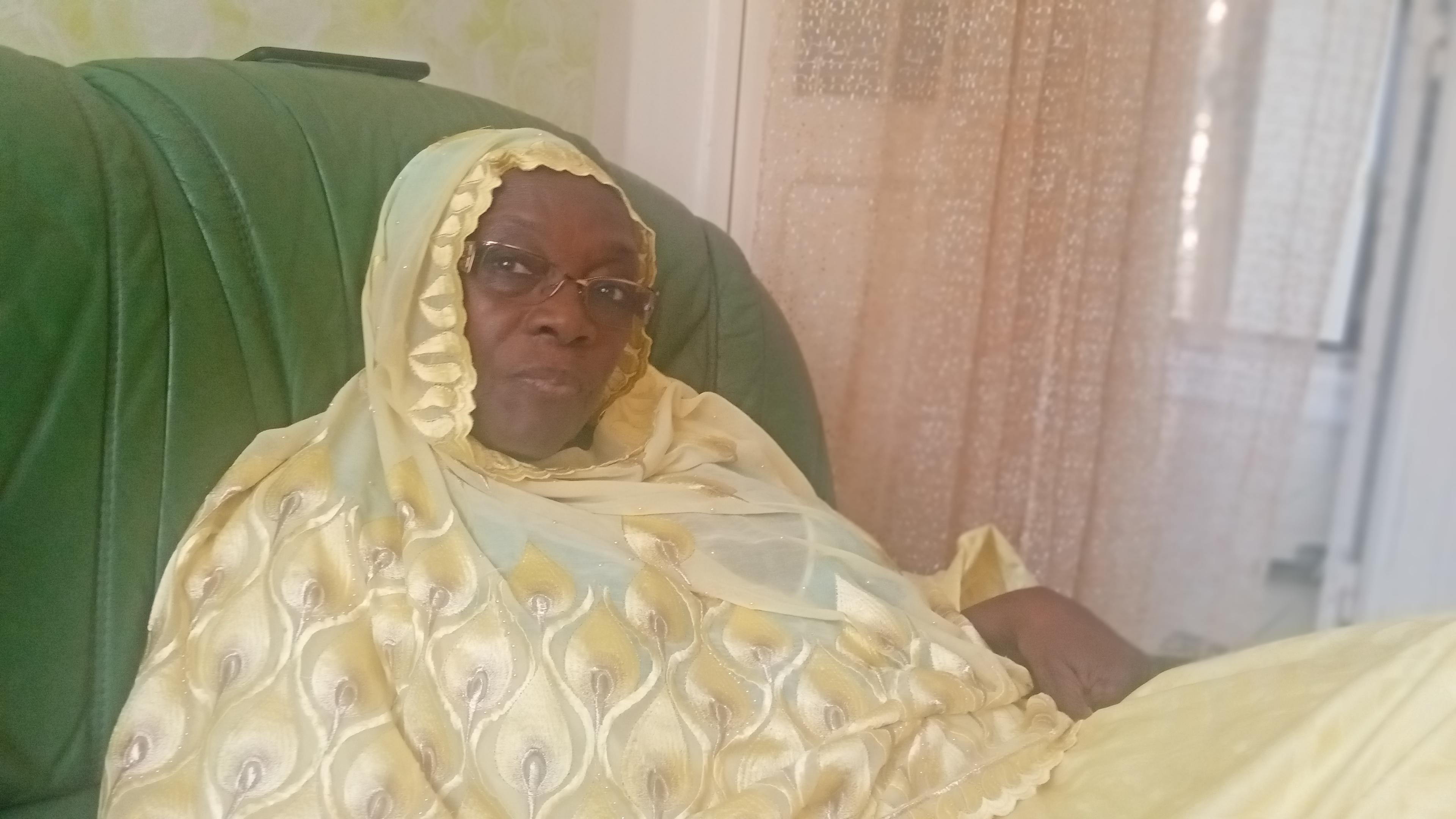 Après une dizaine d'années passées en Europe, Fabineta Lô retourne à Dakar avec la rage de construire la « Maison de la femme migrante »