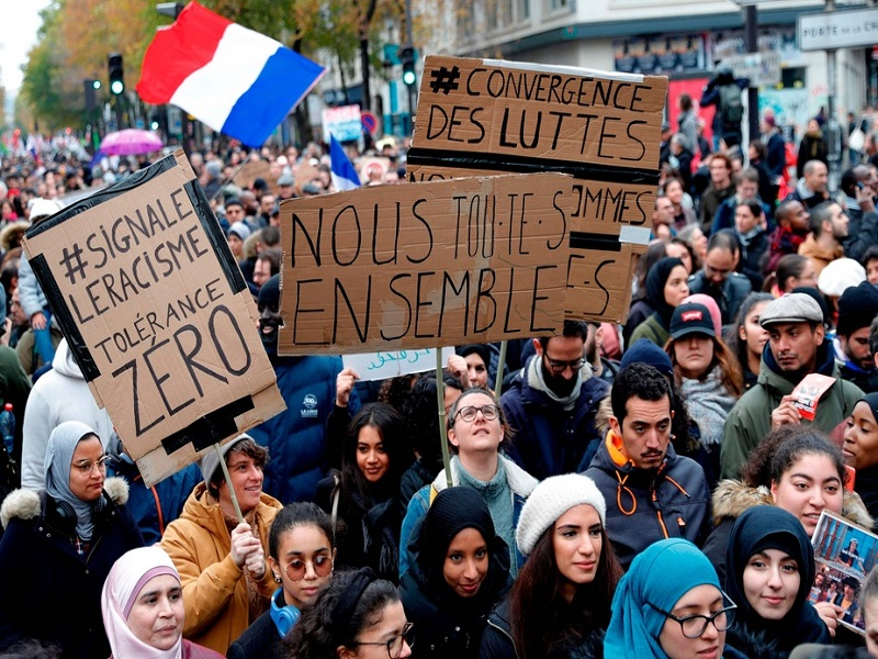 France: des milliers de personnes marchent contre l'islamophobie