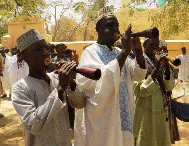 Un chef nigérian crée 'l'impôt' sur le mariage de son village