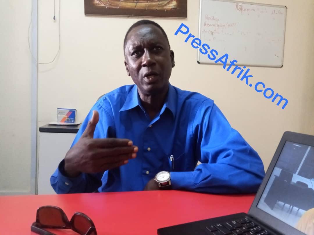 Ebou Waggeh, au bureau de PressAfrik à Dakar (14 novembre 2019)