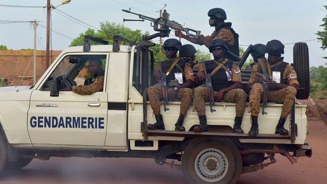 Dix-huit assaillants et un gendarme tués au Burkina