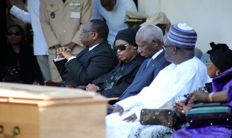 Levée du corps de Colette Senghor: le chef de l'Etat Macky Sall regrette la seule personne qui rattachait encore le monde à l'ancien Président