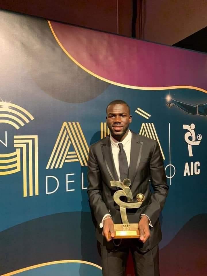 Pendant ce temps là...le Sénégalais Kalidou Koulibaly est élu meilleur défenseur de la Série A