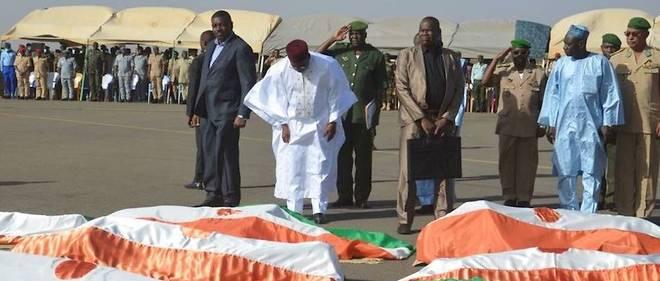 Niger : le douloureux hommage aux 71 soldats tués à Inates