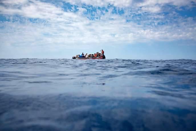 45 migrants portés disparus en haute mer depuis juillet: un rescapé explique comment leur canot a explosé