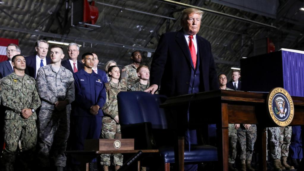 États-Unis: Donald Trump vante son bilan avant de partir en vacances