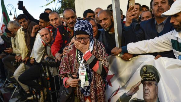 L'avenir de l'Algérie en question le jour des obsèques d'Ahmed Gaïd Salah