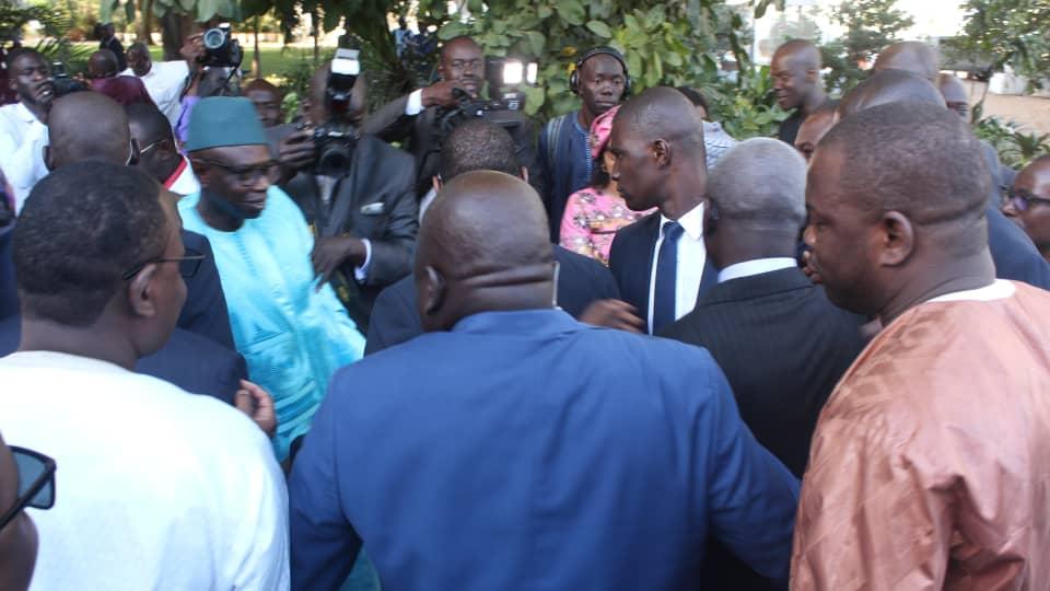 Installation du comité de pilotage du dialogue national: les participants de l'opposition appellent à faire respecter le droit à la manifestation