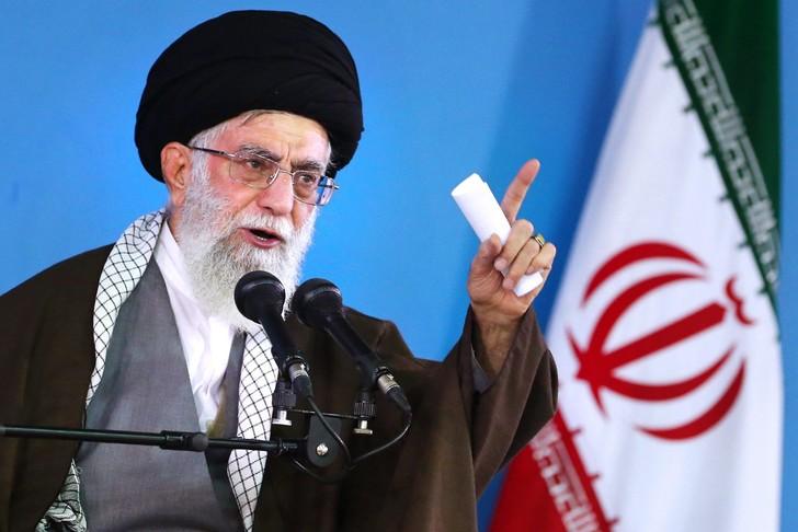 Raids américains sur un groupe pro-iranien en Irak: Khamenei condamne la « malveillance » de Washington