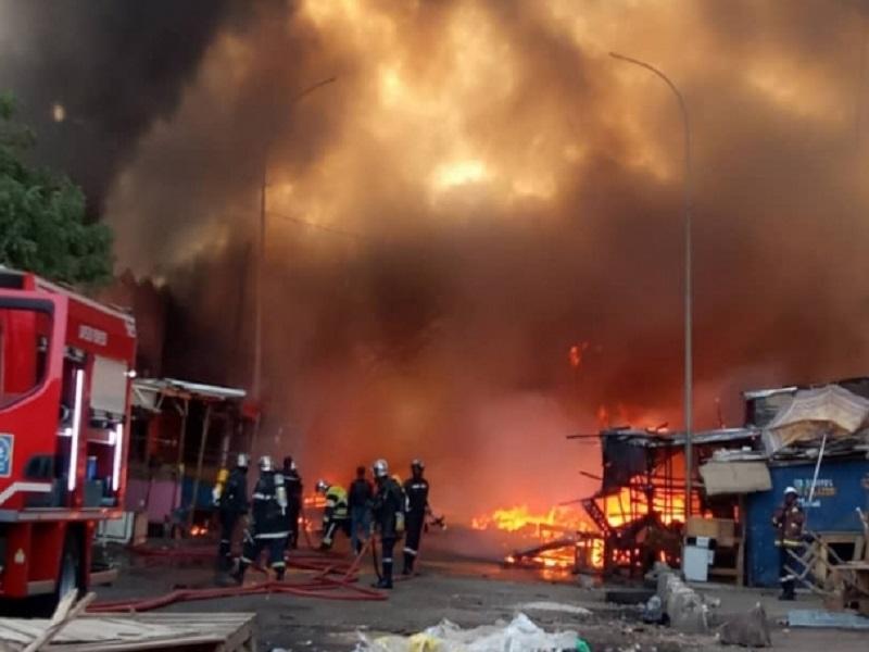 Le marché Petersen de Dakar prend encore feu