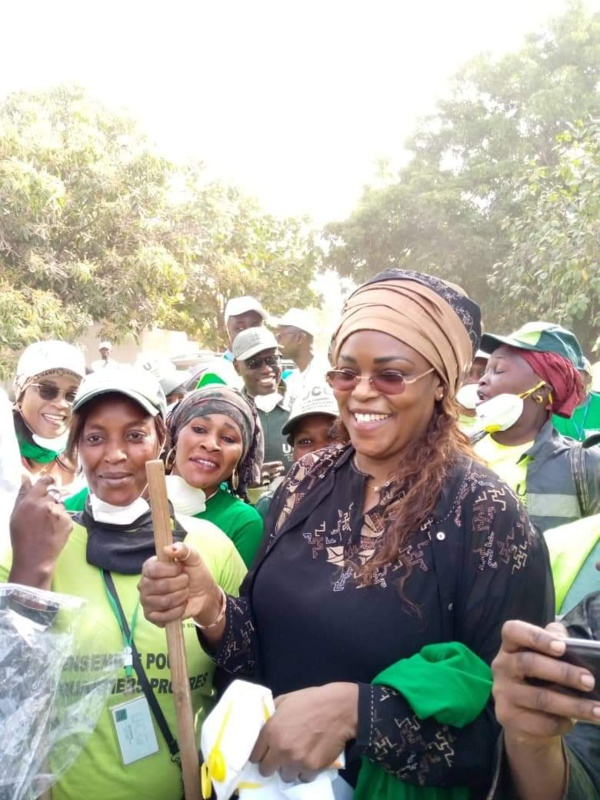 Cleaning Day: les éboueurs sans salaires de l'UCG reçoivent chacun 50 000 frs de la Première Dame