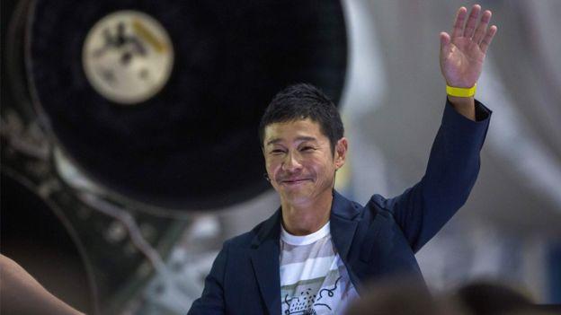 """Le milliardaire japonais Yusaku Maezawa cherche une """"partenaire"""" pour un voyage sur la Lune"""