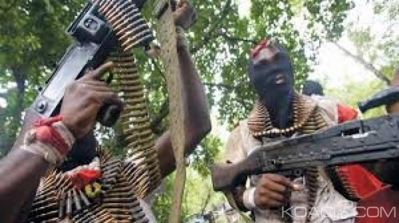 Mali: au moins 15 civils tués par des hommes armés à Sinda, village peul situé près de Douentza, dans le centre du pays