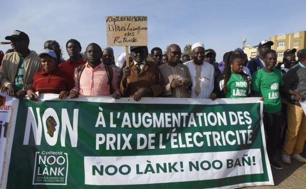 Manifestation du Collectif Noo Lank pour dénoncer la hausse du prix de l'électricité en 2020