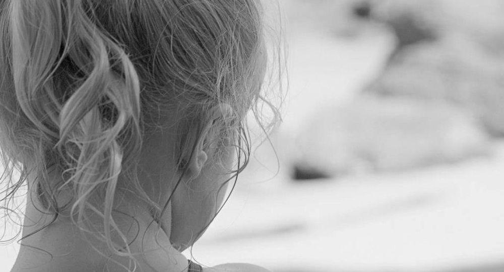 Pour «éduquer» sa fille de 7 ans, il brûle ses organes génitaux