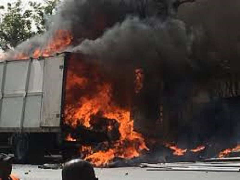 Somone : un camion a pris feu sous la gare du péage