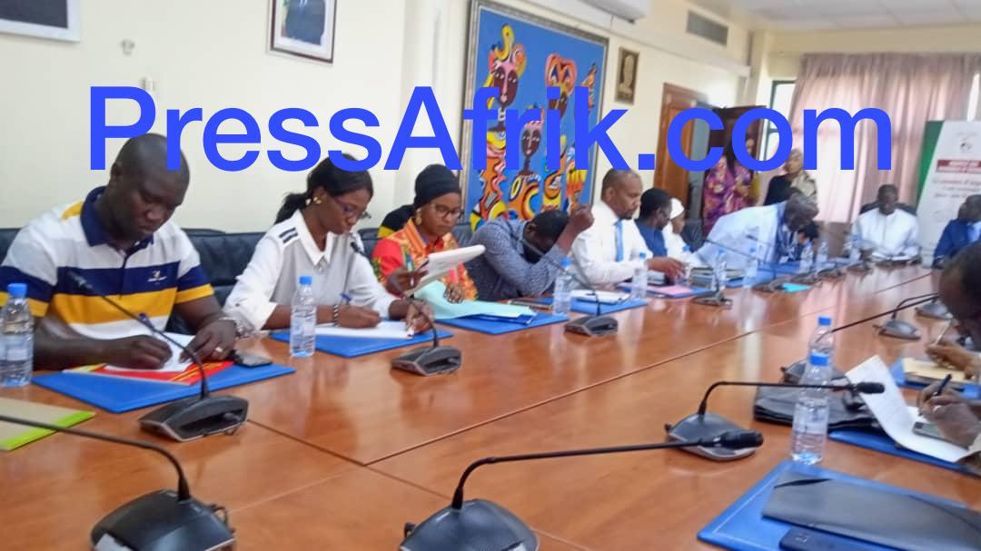 Sénégal-En Images: le ministre de la Santé reçoit les parents des étudiants coincés en Chine