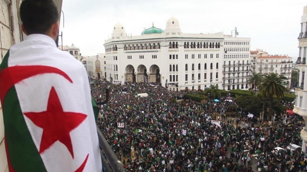 Algérie: un an après ses débuts, les victoires et les défis du Hirak