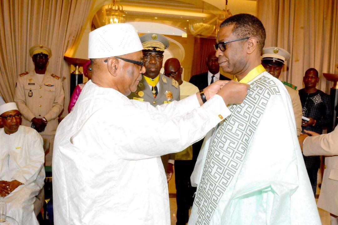 Youssou Ndour décoré par le président malien IBK