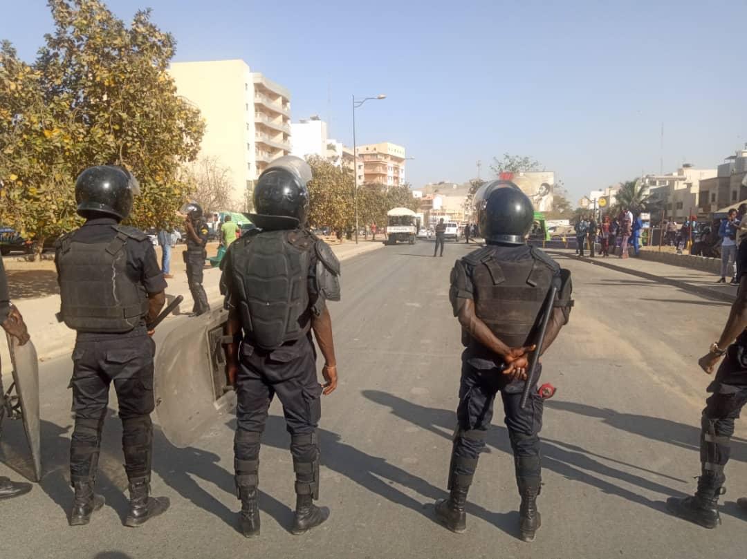 Marche Ñoo Lank: les forces de l'ordre quadrillent les abords du Camp pénal, la foule excitée