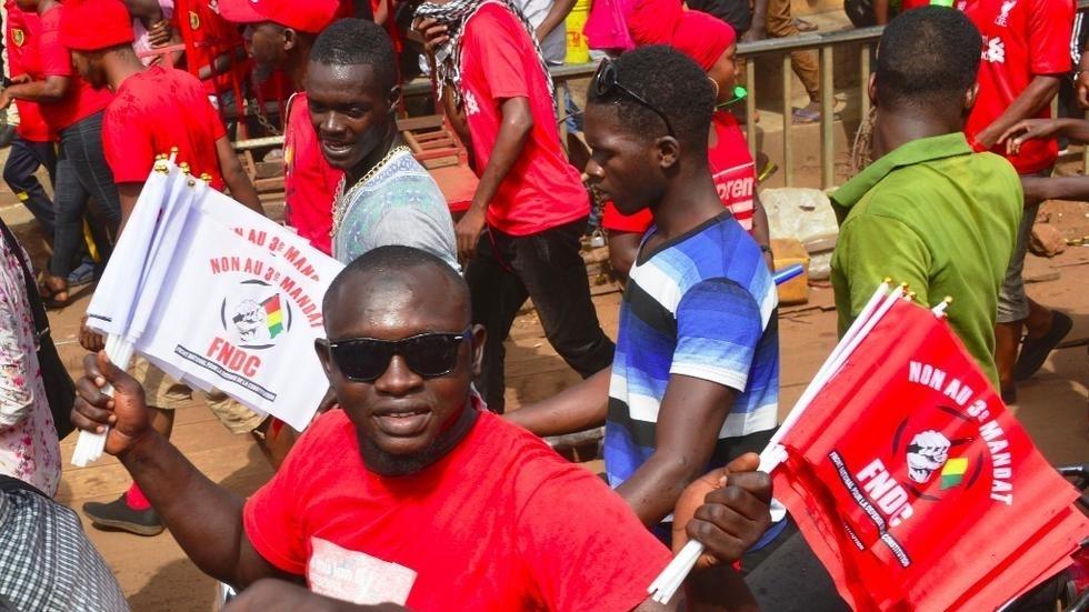 Guinée: deux leaders du FNDC interpellés, un journaliste français expulsé