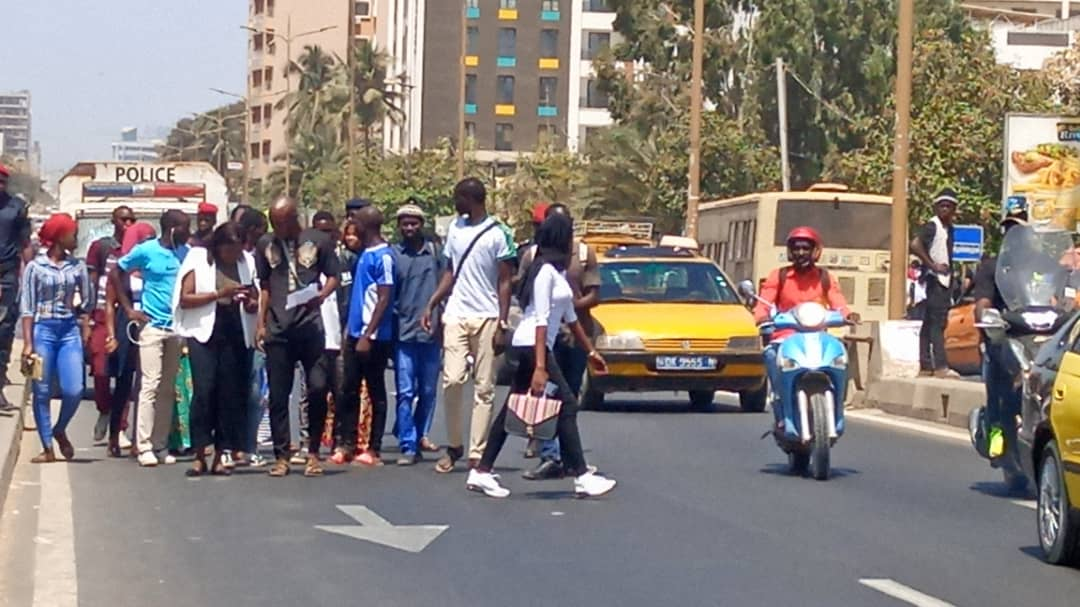 La marche des étudiants non-orientés finalement autorisée par le préfet (IMAGES)