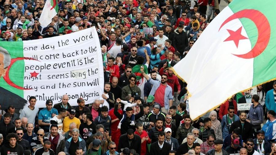 Algérie: Karim Tabbou, figure du Hirak, condamné à un an de prison