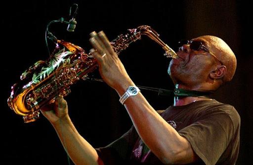 Urgent : le saxophoniste Manu Dibango est mort du Covid-19
